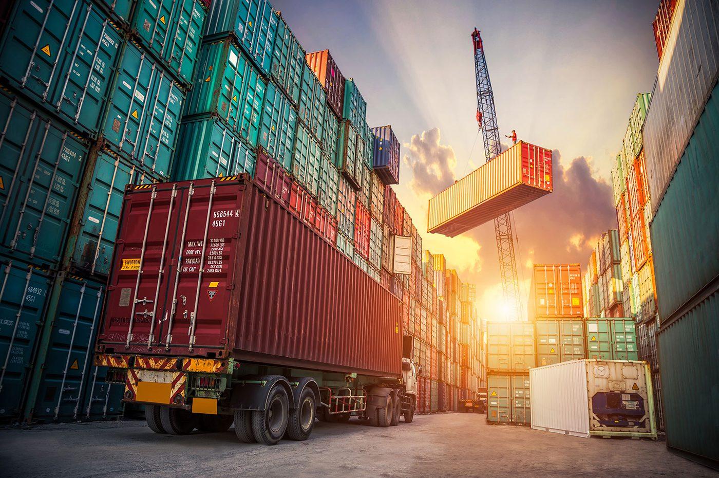 Crane lifting container