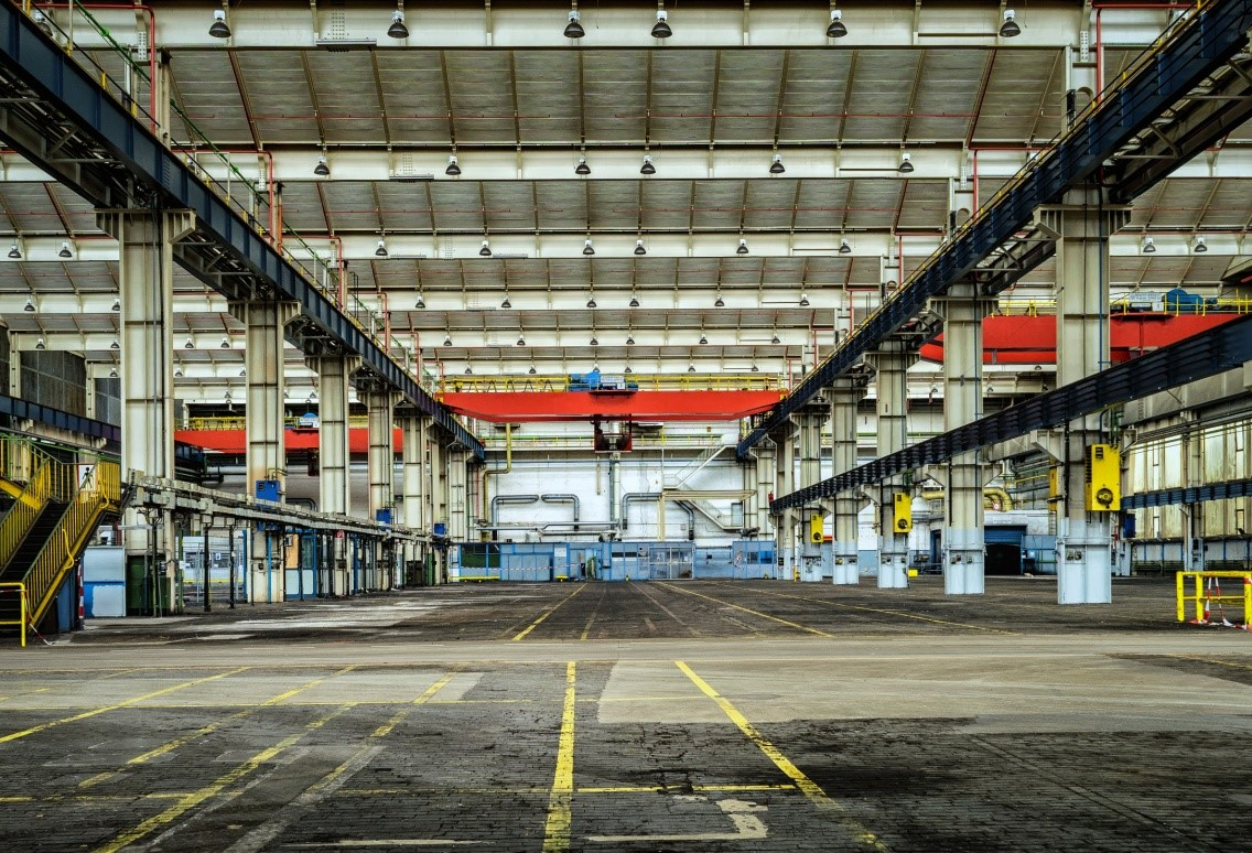 Step-by-step guide to commercial shipping: A warehouse